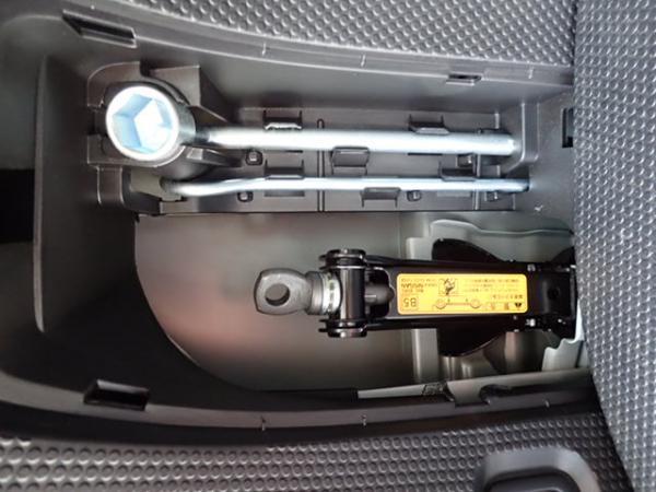 Nissan Wingroad 2016 белый аксессуары