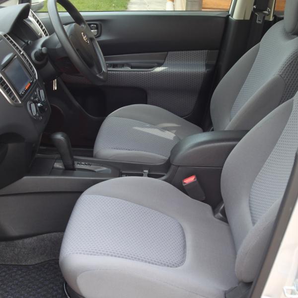 Nissan Wingroad передние сидениия