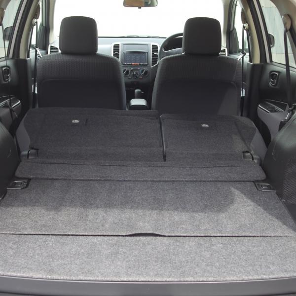 Nissan Wingroad серый багажник