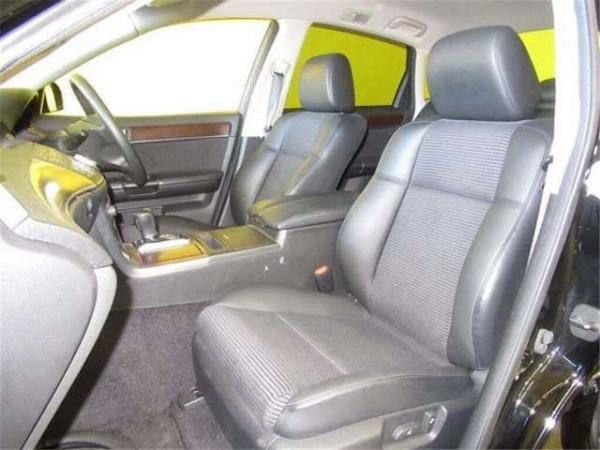 Nissan Fuga 2004 передние сидения