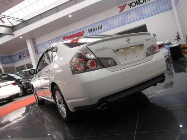 Nissan Fuga 2004 белый сзади