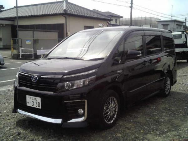 Toyota Voxy Hybrid