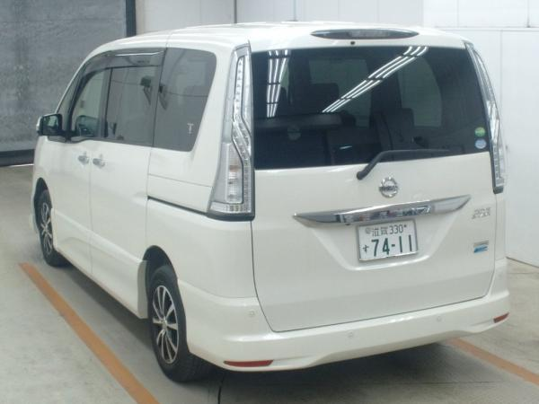 Nissan Serena 2015 белый сзади
