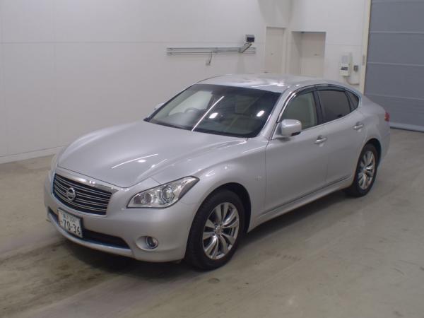 Nissan Fuga серый
