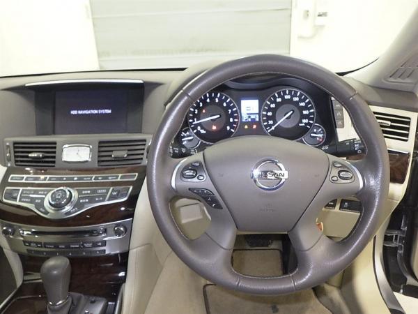 Nissan Fuga 2013 салон