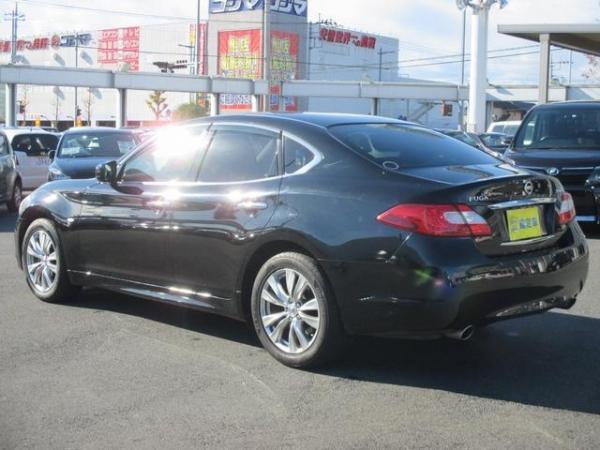 Nissan Fuga 2013 чёрный сзади