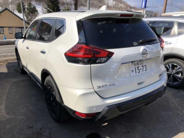 Nissan X-Trail 2015 белый сзади