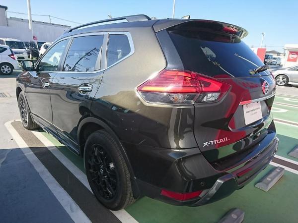 Nissan X-Trail 2015 чёрный сзади