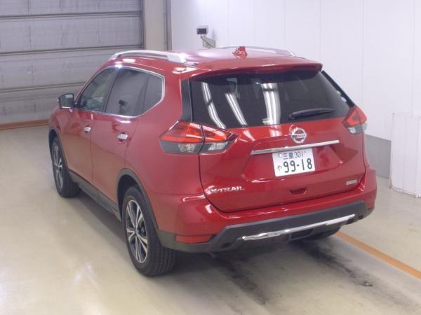 Nissan X-Trail 2015 красный сзади