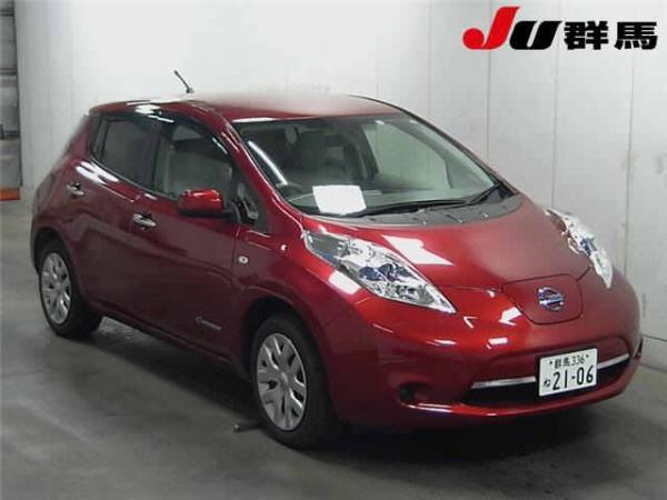 Nissan Leaf 2015 красный
