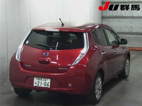 Nissan Leaf 2015 красный сзади