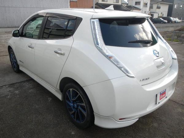 Nissan Leaf 2015 белый сзади