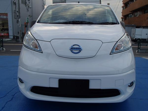 Nissan E-NV200 2015 белый спереди