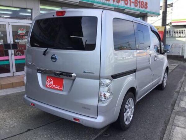 Nissan E-NV200 2015 серый сзади