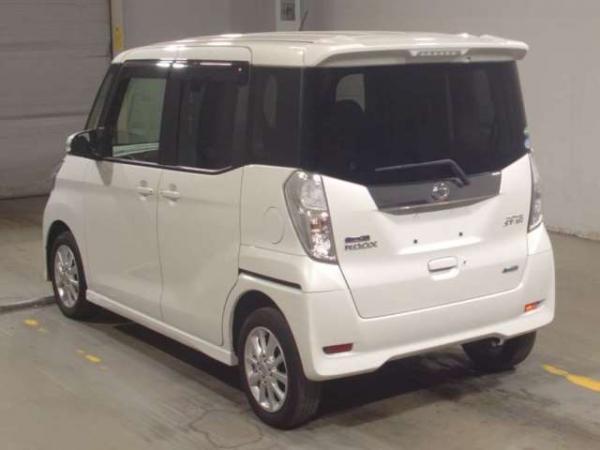 Nissan Dayz Roox 2015 белый сзади