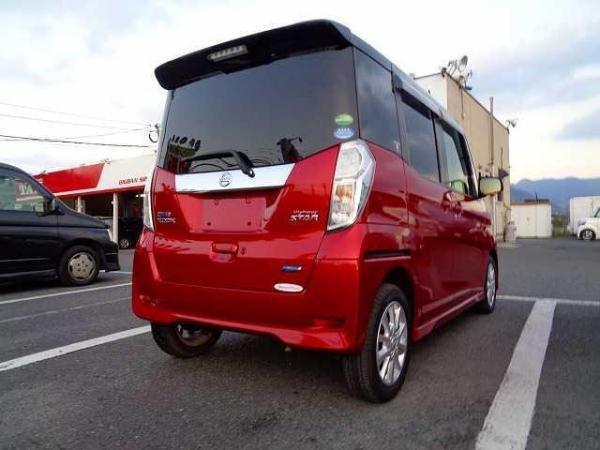 Nissan Dayz Roox 2015 красный сзади