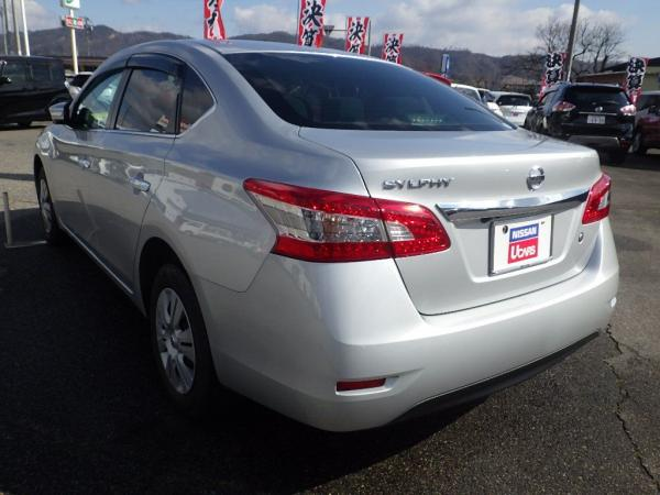 Nissan Bluebird Sylphy 2015 серый сзади