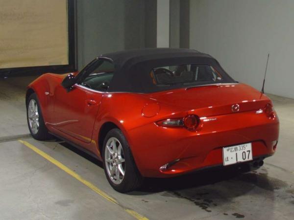 Mazda Roadster 2015 красный сзади