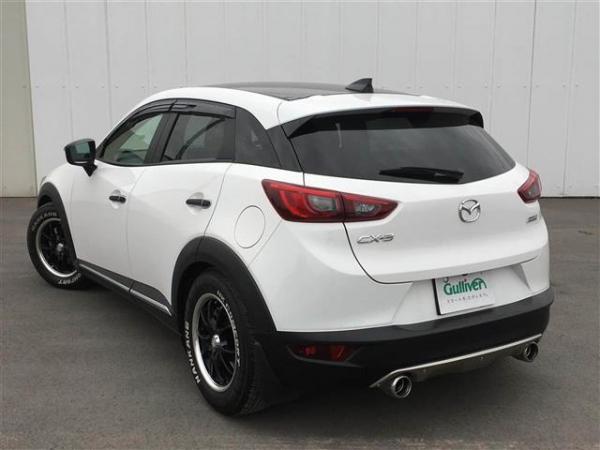 Mazda CX-3 2015 белый сзади