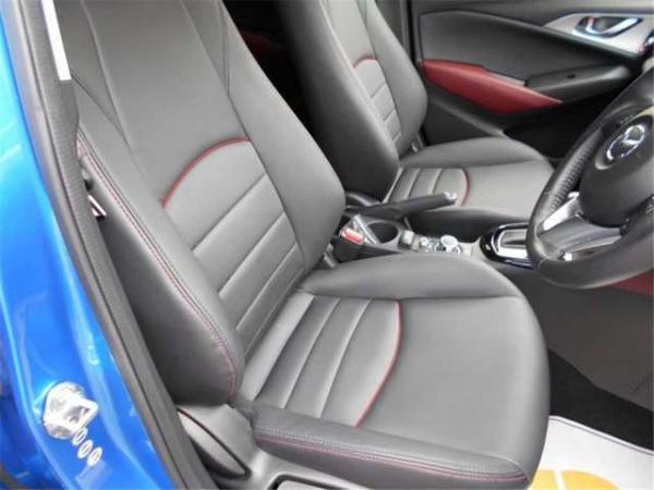 Mazda CX-3 2015 передние сидения