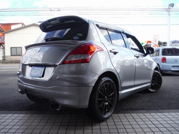 Suzuki Swift 2015 серебристы сзади