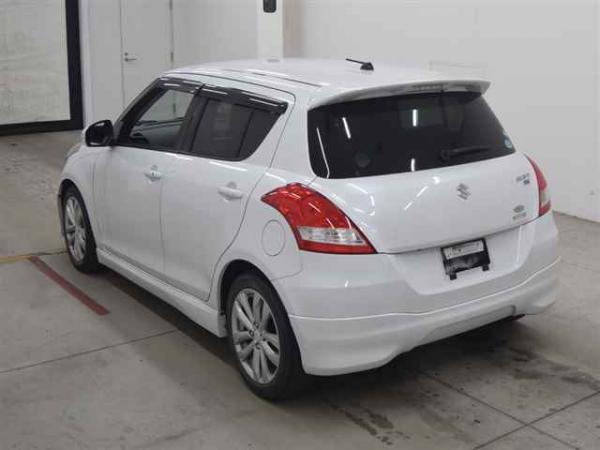 Suzuki Swift 2015 белый сзади