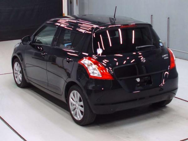 Suzuki Swift 2015 коричневый сзади