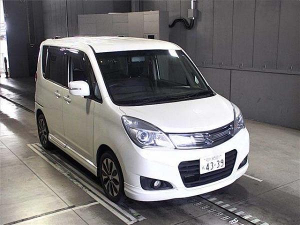 Suzuki Solio Bandit 2015 белый спереди