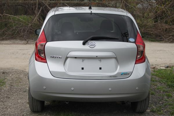 Nissan Note 2015 серый сзади