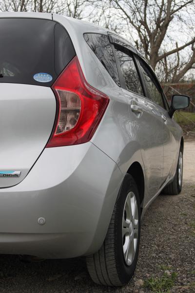 Nissan Note 2015 серый фара