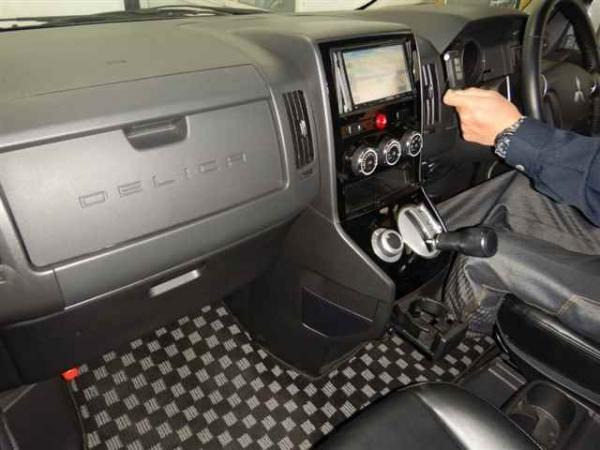 Mitsubishi Delica D:5 2015 салон