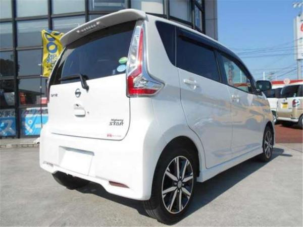 Nissan Dayz 2016 белый сзади