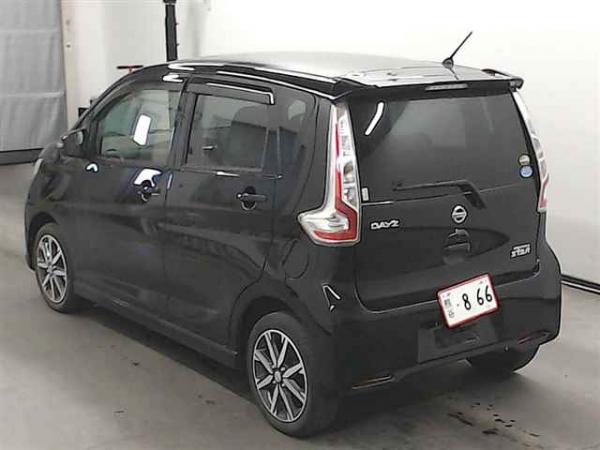 Nissan Dayz 2016 чёрный сзади