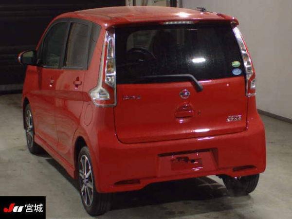 Nissan Dayz 2016 красный сзади