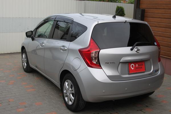 Nissan Note 2015 сзади