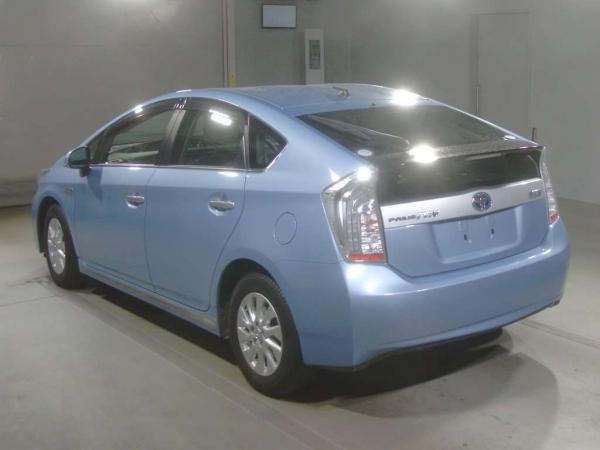 Toyota Prius PHV III
