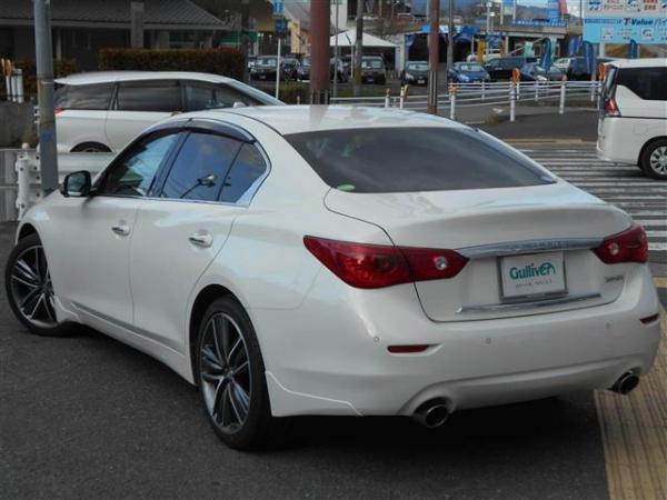 Nissan Skyline XIII 2015 белый сзади