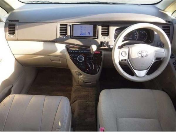Toyota Isis I Рестайлинг