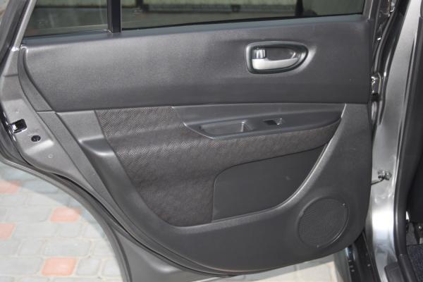 Nissan Wingroad серый дверь