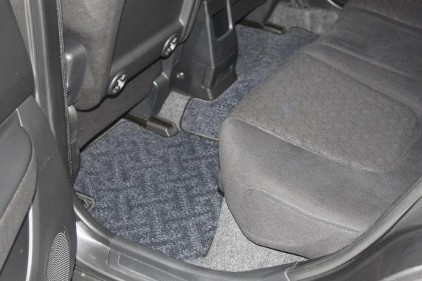 Nissan Wingroad 2015 серый ковры