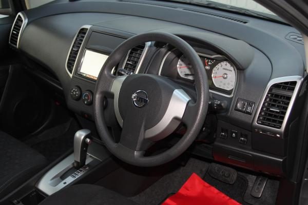 Nissan Wingroad интерьер