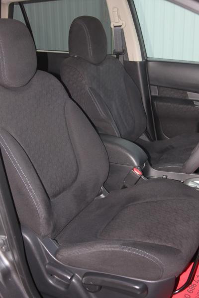 Nissan Wingroad 2015 передние сидения