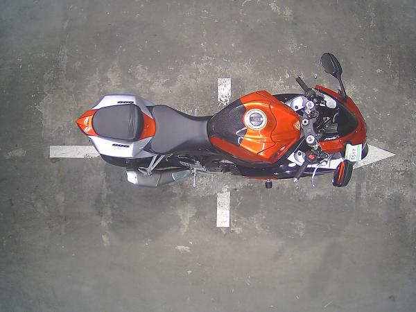Suzuki GSX-R600 2008 красный сверху