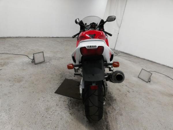 Yamaha YZF1000R 1999 красный сзади