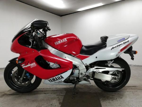 Yamaha YZF1000R 1999 красный сбоку