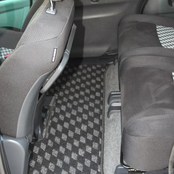 Suzuki Solio 2014 черный сидения