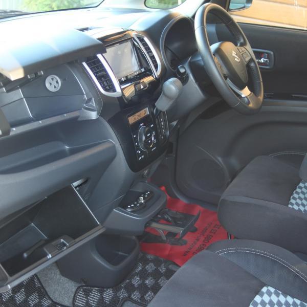 Suzuki Solio 2014 интерьер