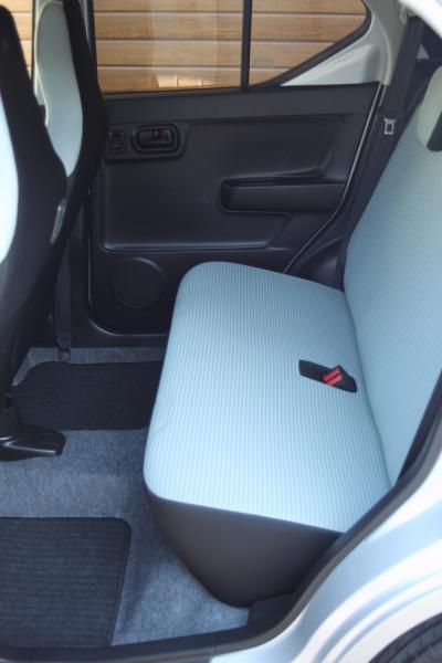 Suzuki Alto VIII 2015 сидения