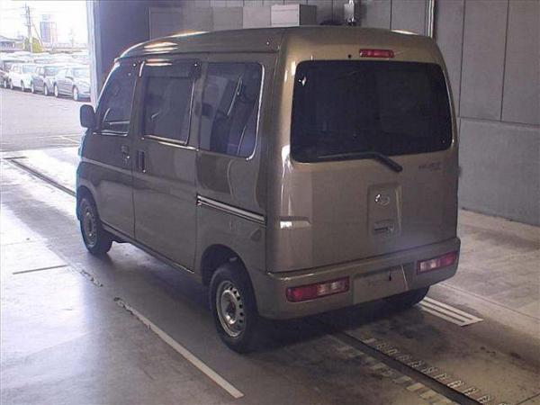 Daihatsu Hijet X Рестайлинг золотистый сзади