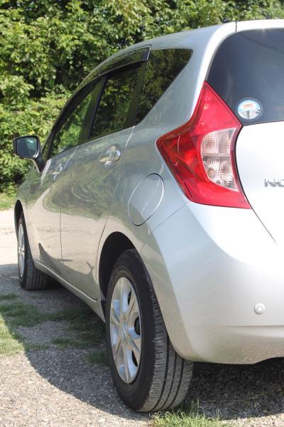 Nissan Note II Рестайлинг серый задняя фара